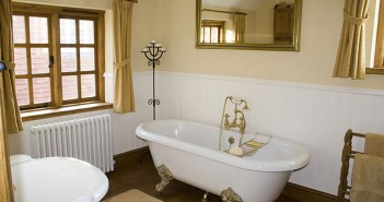 Tips for Retro Bathroom Designs